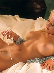Playmate of the Month February 2000 - Suzanne Stokes�